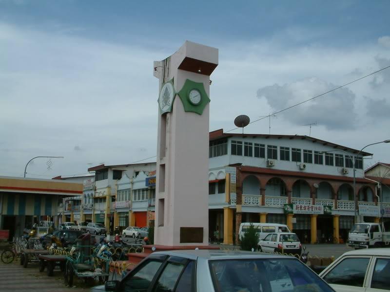 """泗里街的旧地标海唇街""""钟楼""""(建于1974年6月29日)。"""