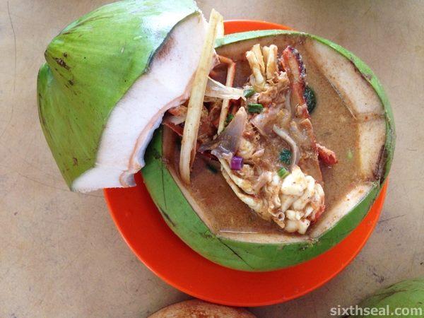 泗里街的著名美食 —— 椰子大头虾面!