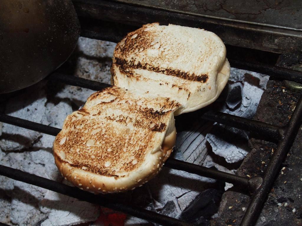 泗里街(Sarikei)最出名的炭烤面包 —— 《益星》