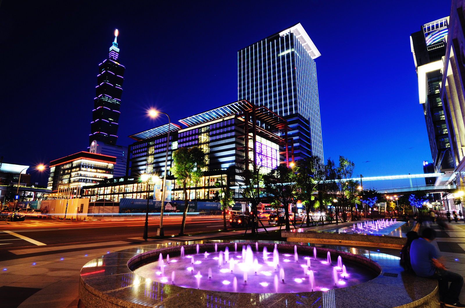 图片来自:http://mropengate.blogspot.my/2015/09/ch1-101-xinyi-commercial-center-taipei.html