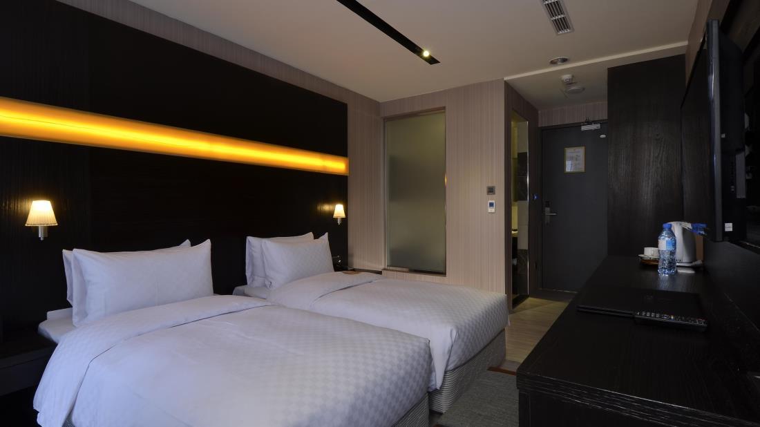 默砌旅店 (Cube Hotel) 2