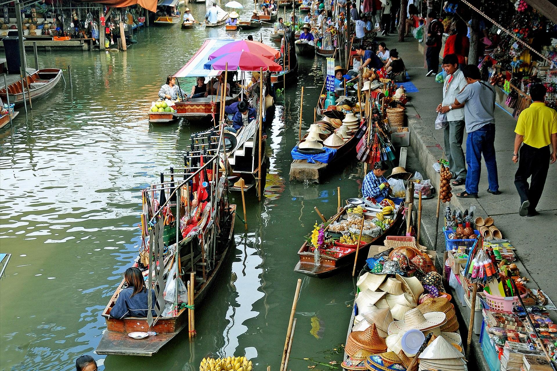 khlong lat floating market