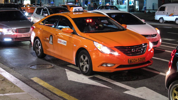 regular_orange_taxi_in_seoul